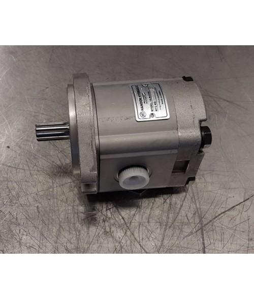 Hitachi ZX135US-3, ZX120-3, ZX330-3 pilottipumppu 16.8 CW  (R) 10T  varaosanumero 9217993, 4181700